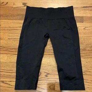 Lululemon short black capris